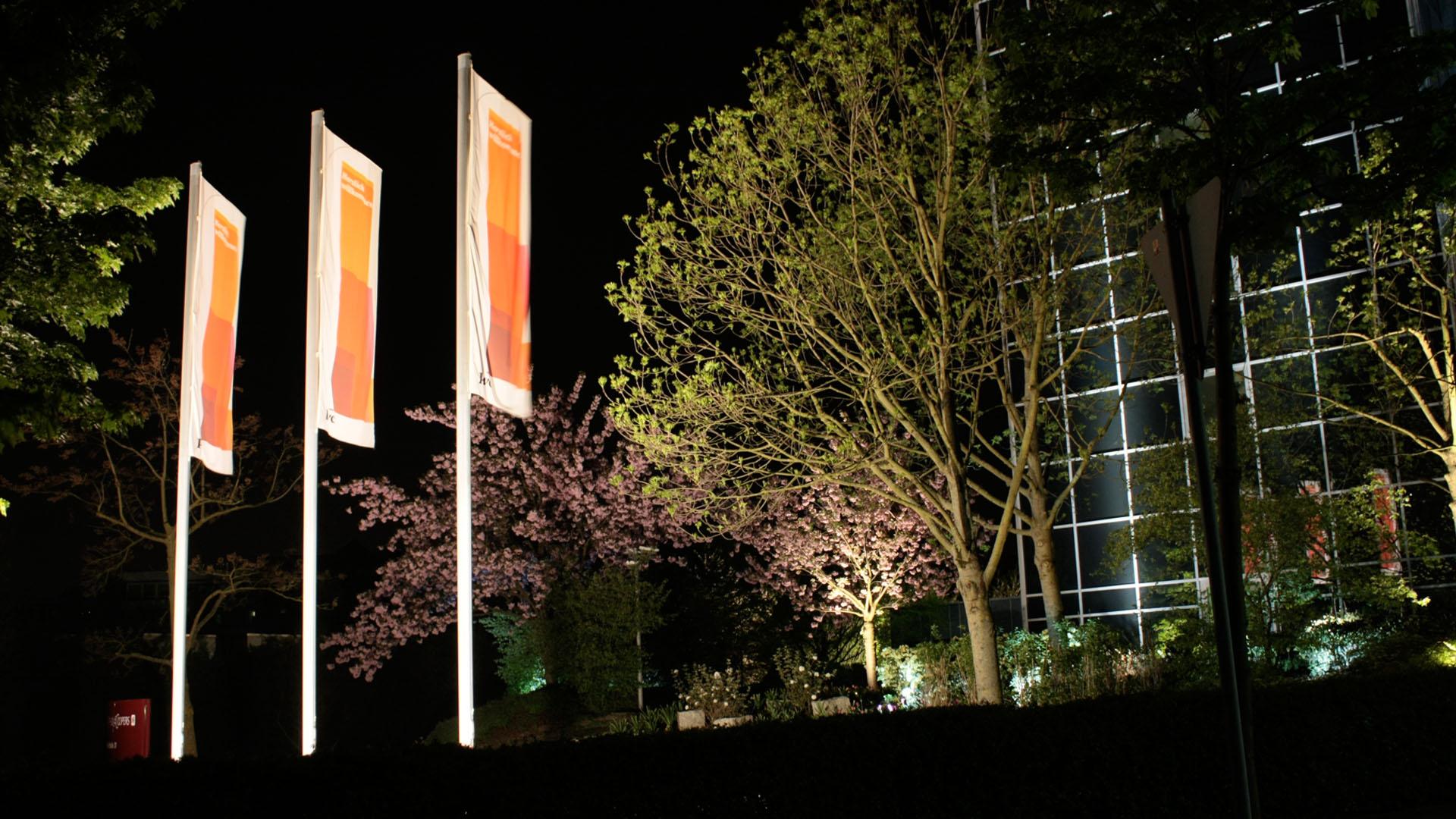 MAASS-Lichtplanung_Lichtplanung für Fassade und Freiflächen__02_Olof-Palme-Straße_Slideshow_06
