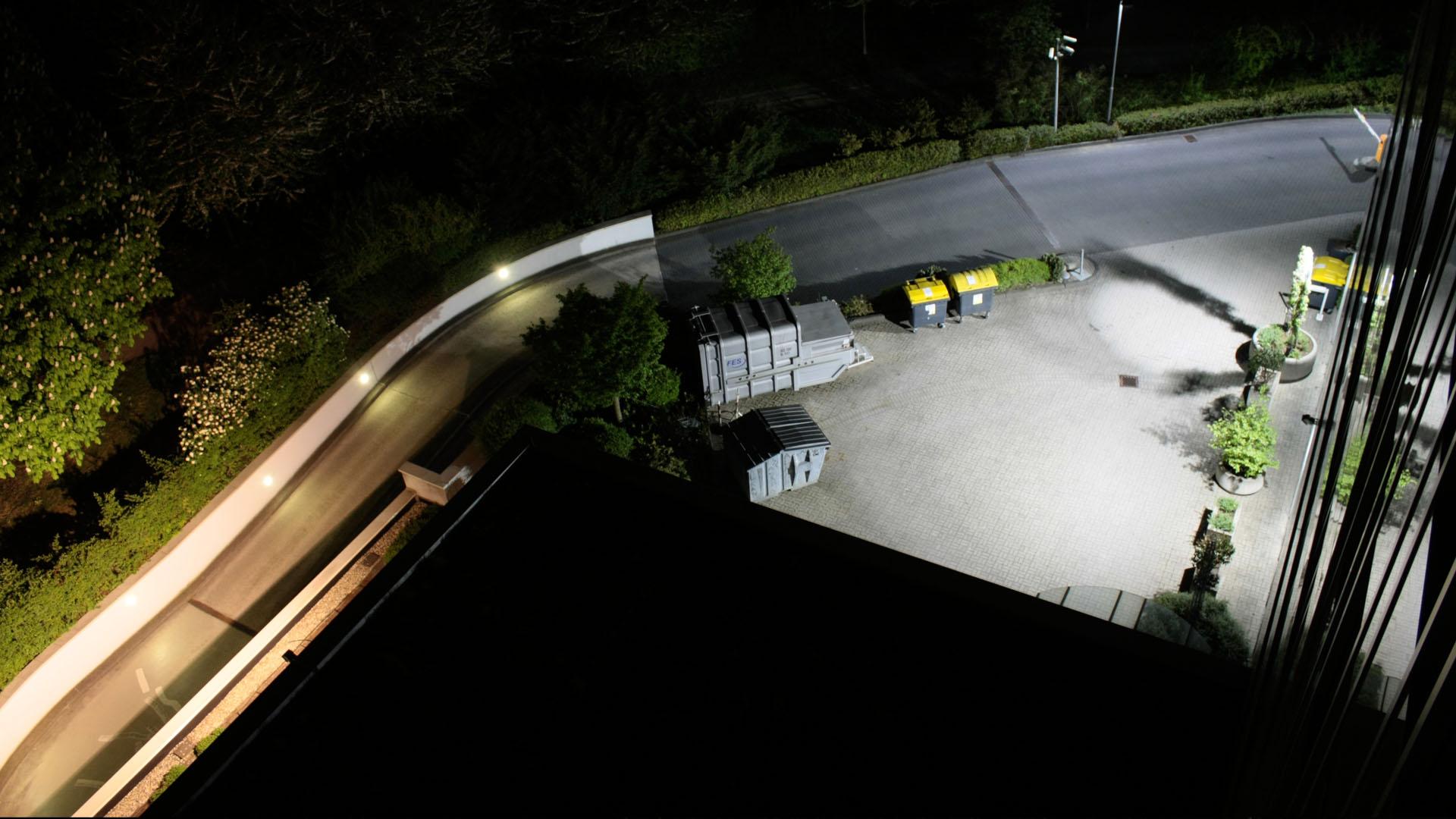 MAASS-Lichtplanung_Lichtplanung für Fassade und Freiflächen__02_Olof-Palme-Straße_Slideshow_07