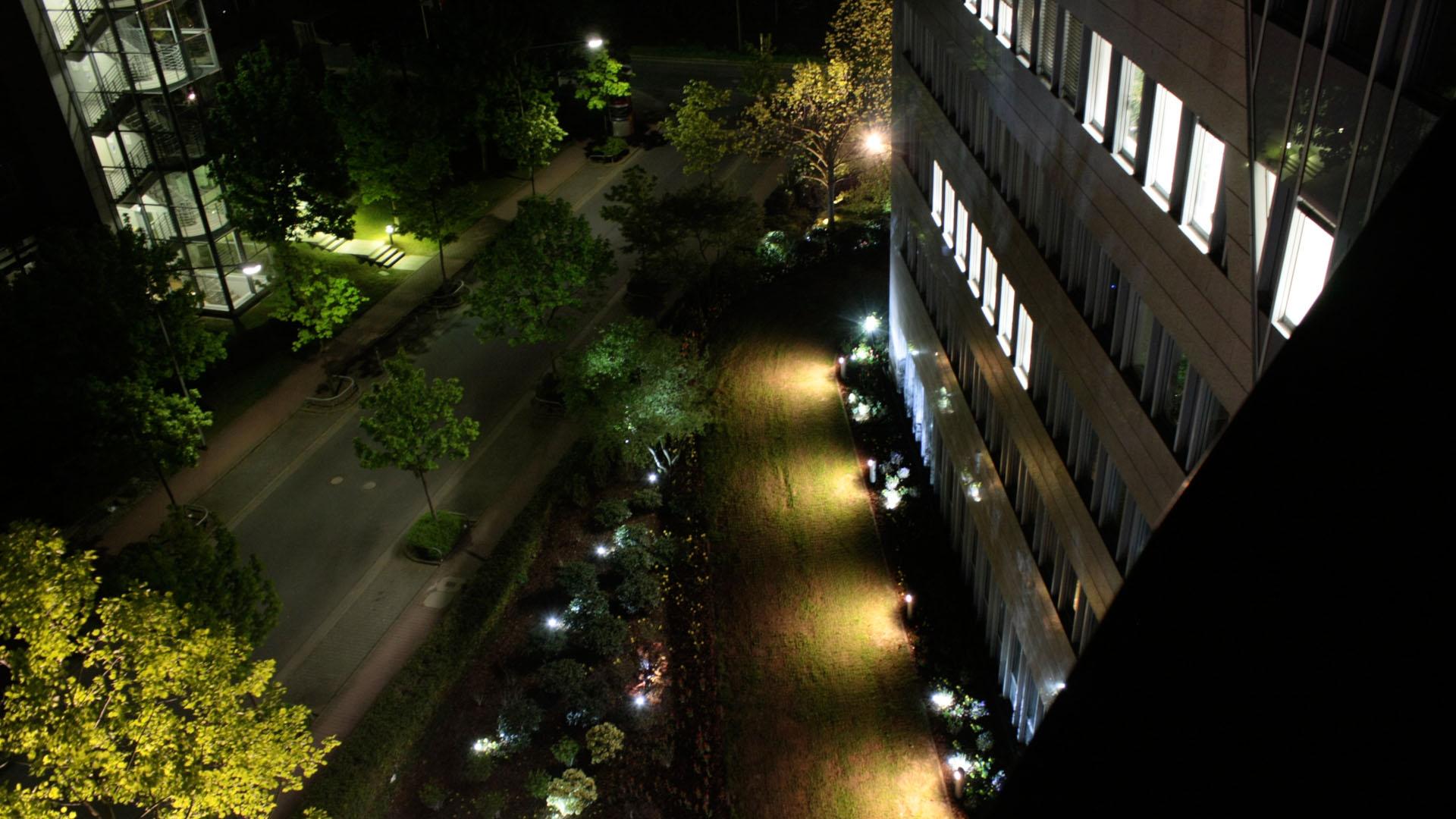 MAASS-Lichtplanung_Lichtplanung für Fassade und Freiflächen__02_Olof-Palme-Straße_Slideshow_08