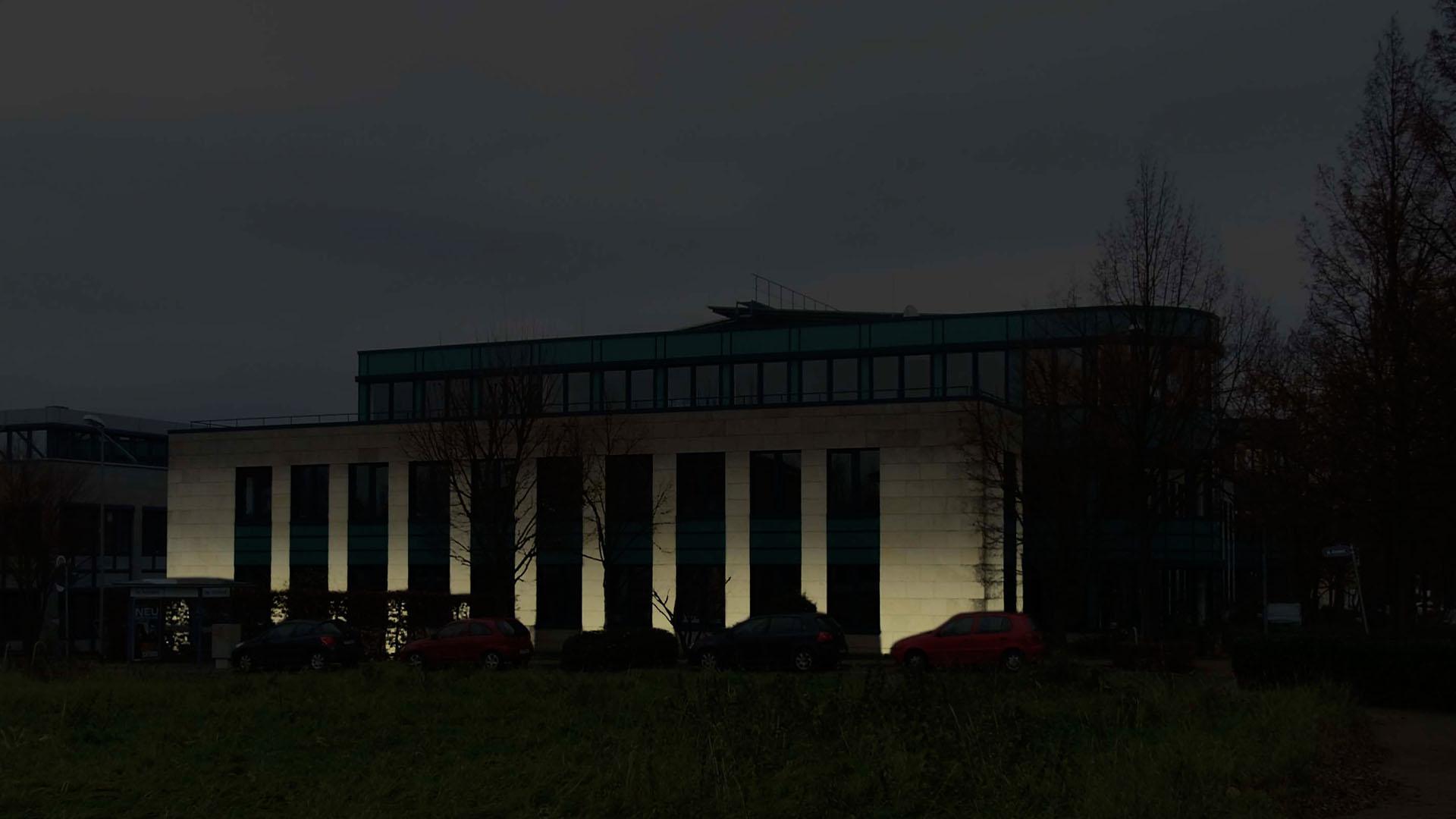 MAASS-Lichtplanung_Fassadenbeleuchtung Bürogebäude__MAASS-HP-001