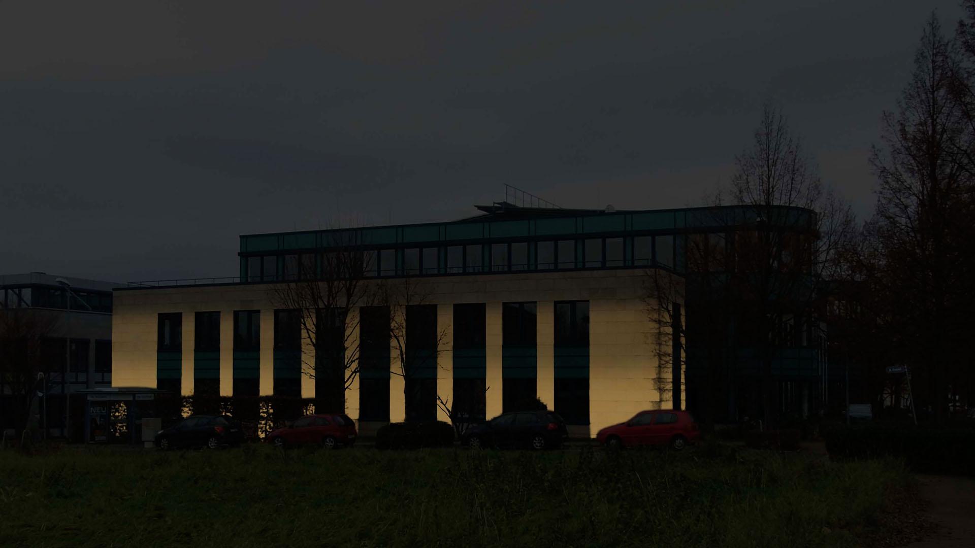 MAASS-Lichtplanung_Fassadenbeleuchtung Bürogebäude__MAASS-HP-002