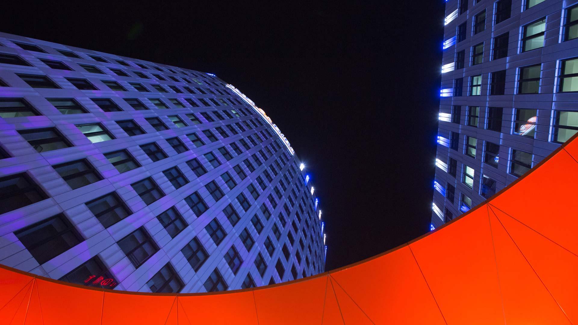 MAASS-Lichtplanung_Lichkunst zur Luminale 2016 am ING-DiBa Gebäude__MAASS-Luminaleo-001
