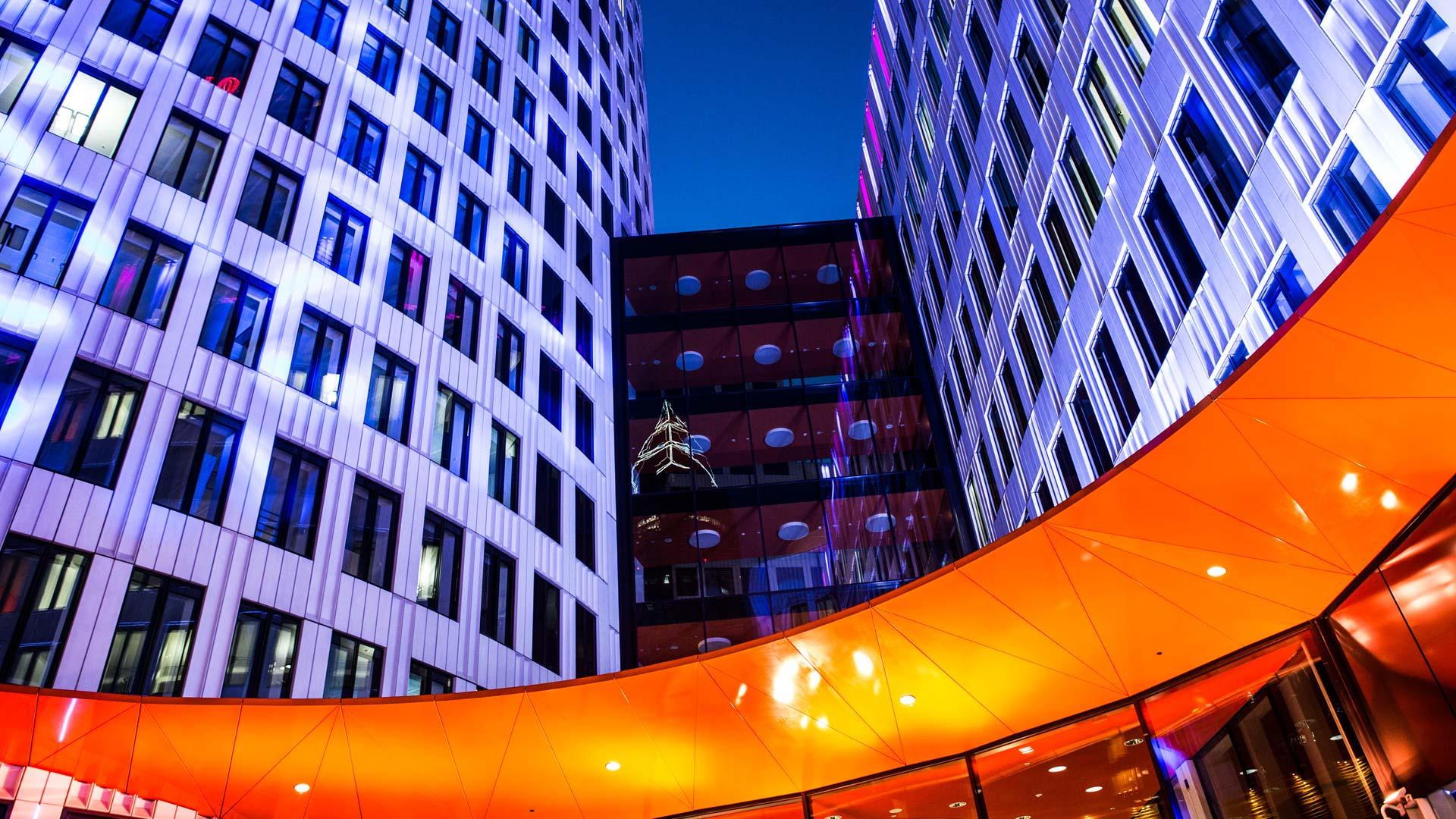 MAASS-Lichtplanung_Lichkunst zur Luminale 2016 am ING-DiBa Gebäude__MAASS-Luminaleo-008