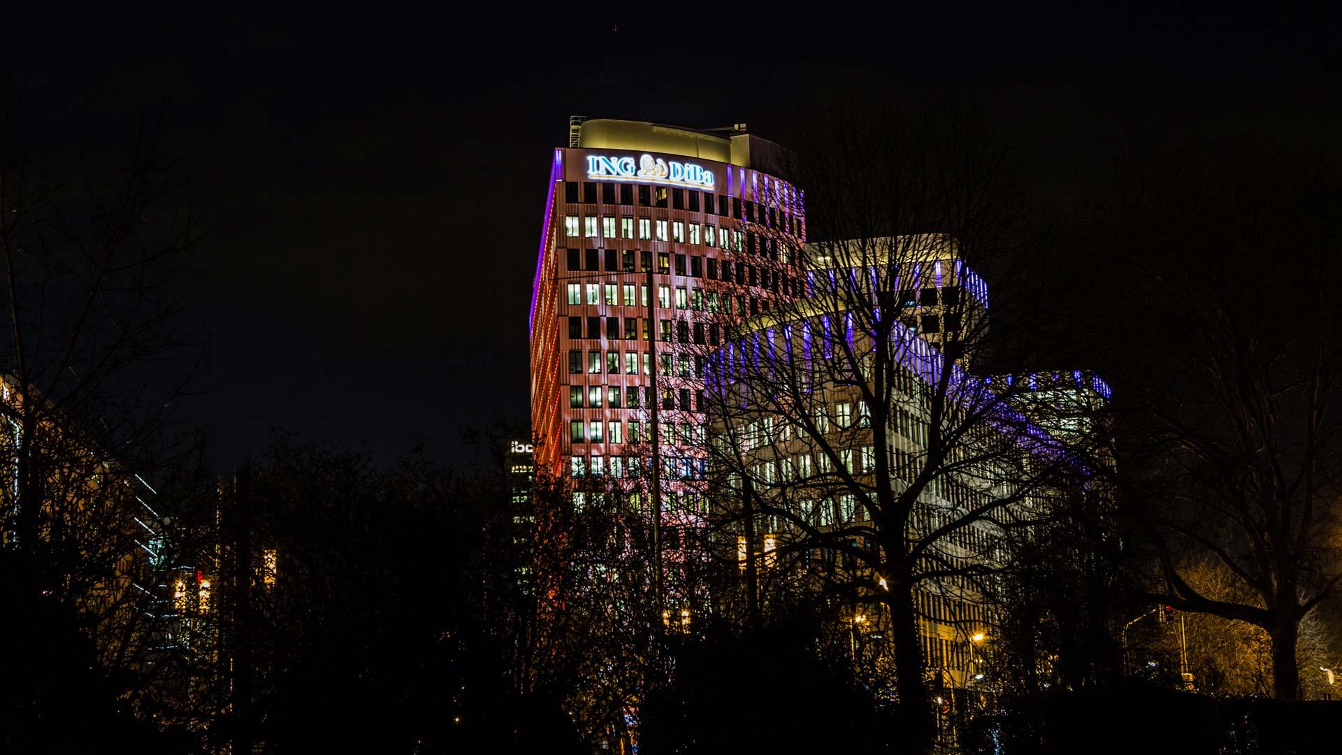 MAASS-Lichtplanung_Lichkunst zur Luminale 2016 am ING-DiBa Gebäude__MAASS-Luminaleo-012