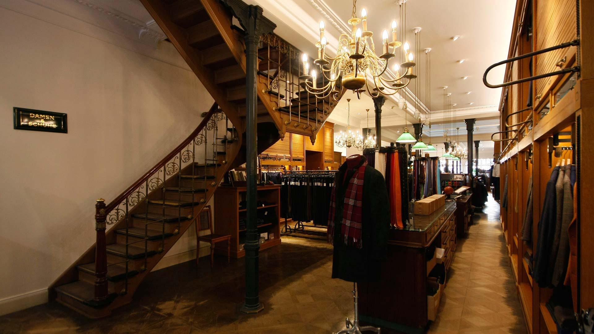 MAASS-Lichtplanung_Shopbeleuchtung eines Traditionsunternehmens in Hamburg__MAASS-Shop-Ladage-Oelke-010