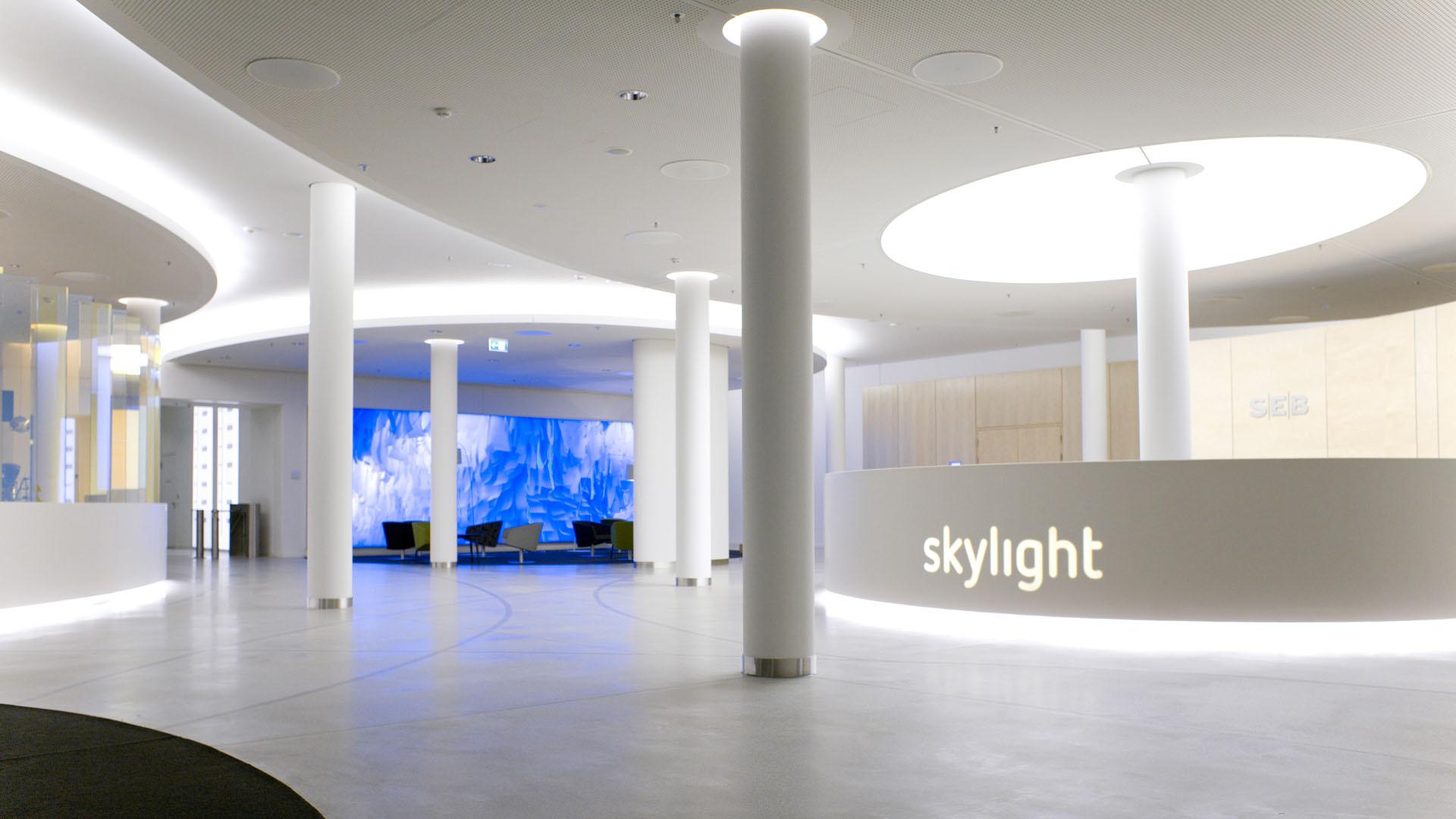 MAASS-Lichtplanung_Lichtplanung im Foyer der SEB Zentrale__MAASS-Skylight-Foyer-001