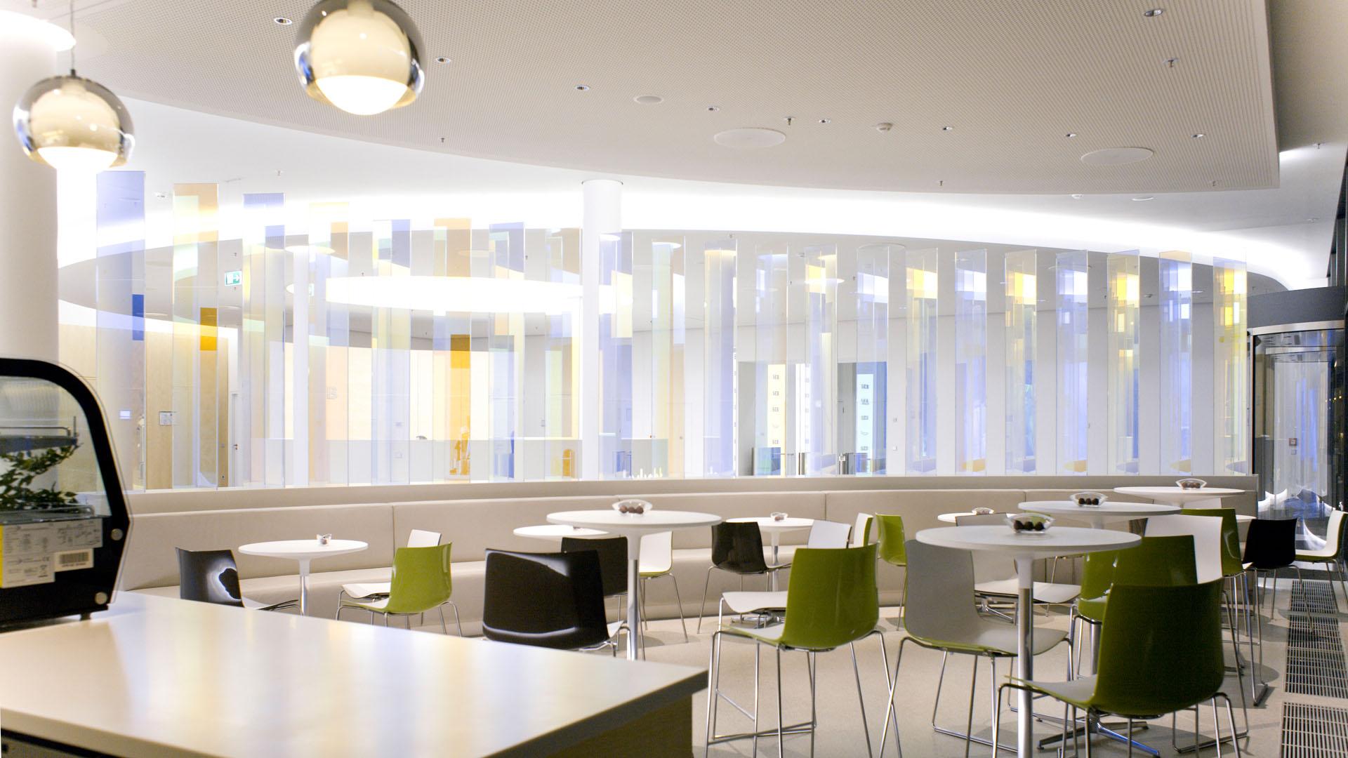 MAASS-Lichtplanung_Lichtplanung im Foyer der SEB Zentrale__MAASS-Skylight-Foyer-002