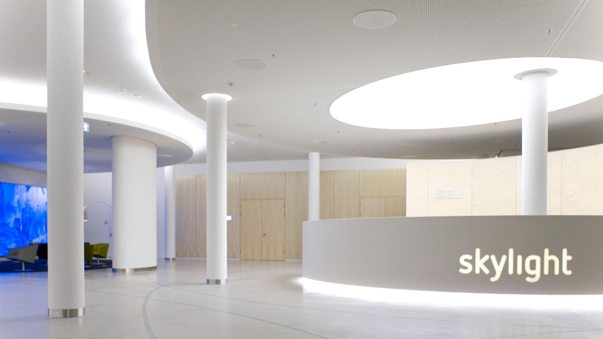 MAASS-Lichtplanung_Lichtplanung im Foyer der SEB Zentrale__MAASS-Skylight-Foyer-005