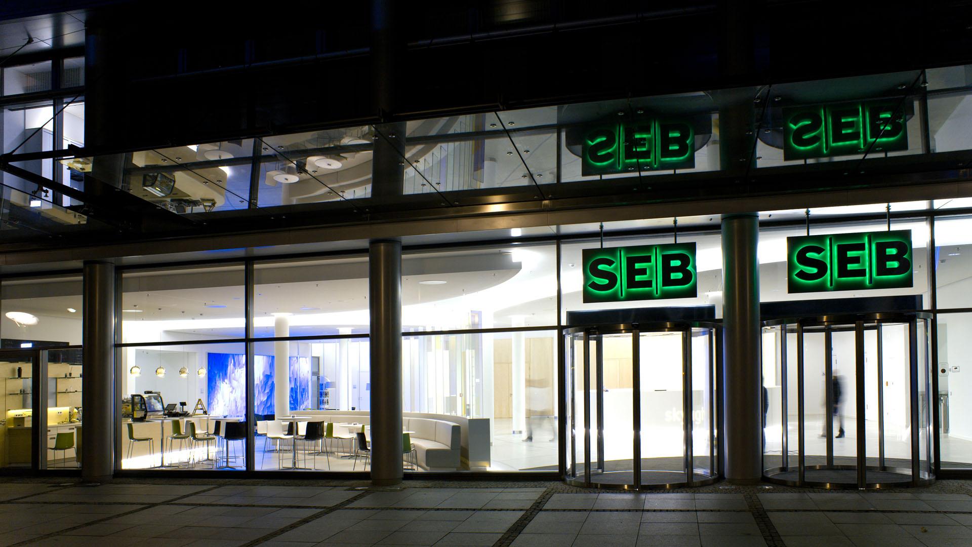 MAASS-Lichtplanung_Lichtplanung im Foyer der SEB Zentrale__MAASS-Skylight-Foyer-007