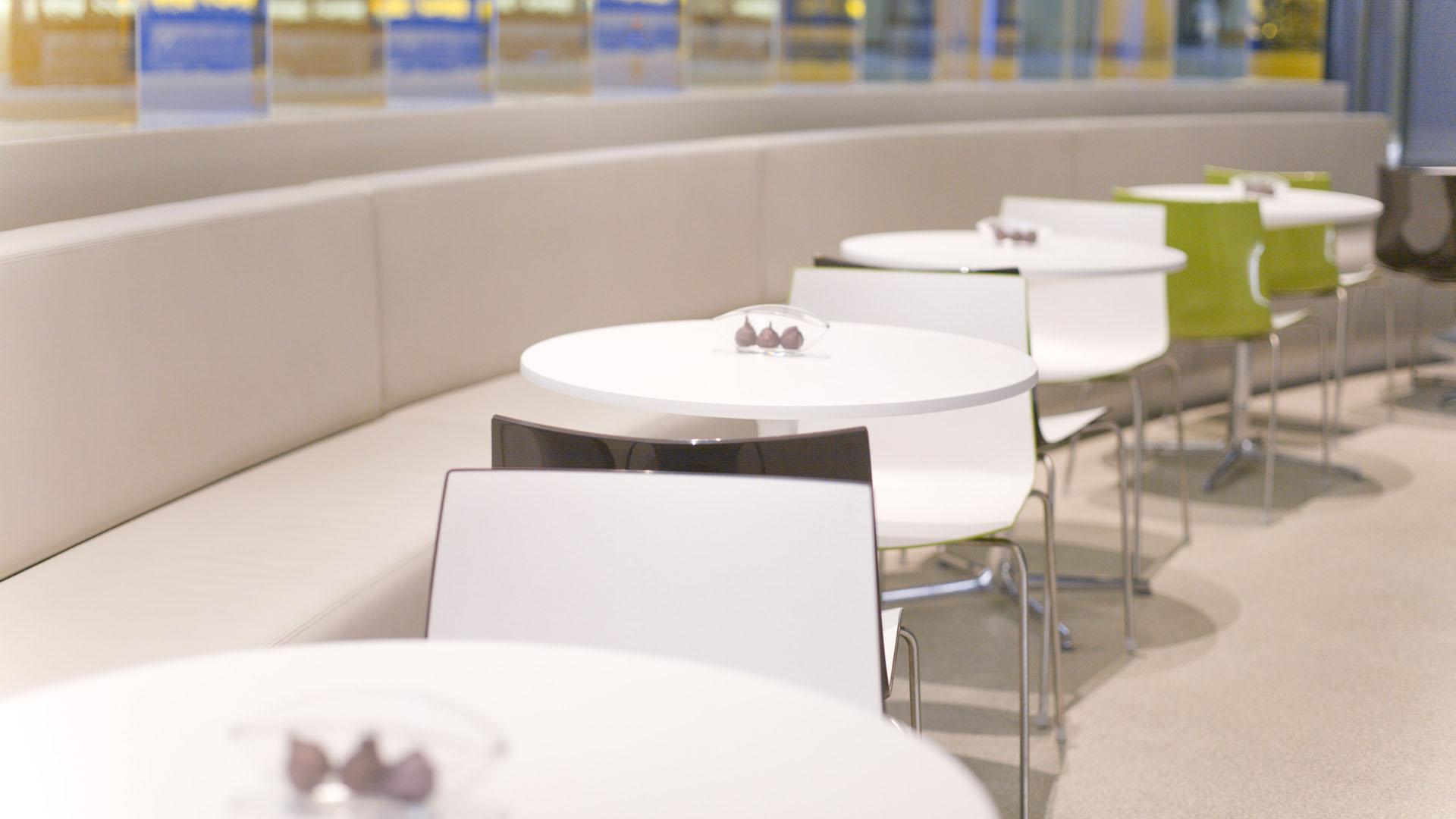 MAASS-Lichtplanung_Lichtplanung im Foyer der SEB Zentrale__MAASS-Skylight-Foyer-011